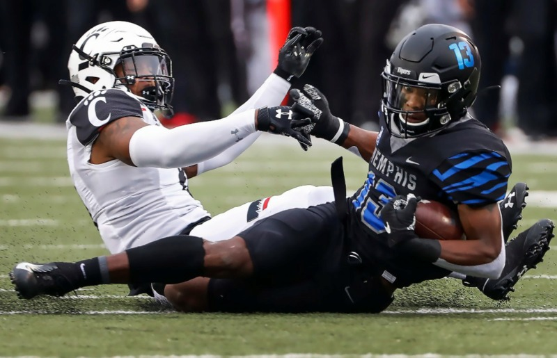 <strong>Memphis receiver Kedarian Jones (right) dives for a first down against Cincinnati's Jarell White (left) Nov. 29 at Liberty Bowl Memorial Stadium. (</strong>Mark Weber/Daily Memphian)
