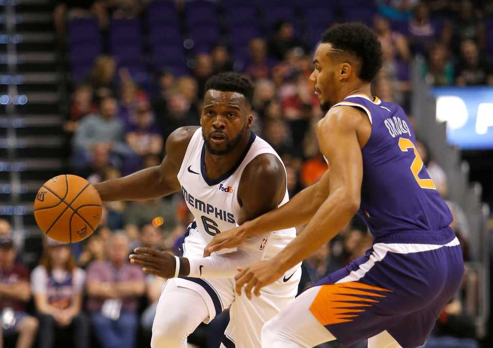 <span><strong>Memphis Grizzlies guard Shelvin Mack (6) drives against Phoenix Suns guard Elie Okobo in the first half during an NBA basketball game, Sunday, Nov. 4, 2018, in Phoenix.</strong> (AP Photo/Rick Scuteri)</span>