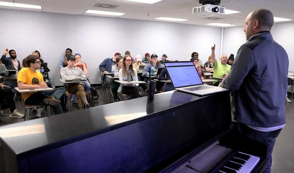 "<p class=""p1""><b>Music business professor Ben Yonas helps his students manage Blue TOM Records, the University of Memphis Rudi E. Scheidt School of Music's student-run label. Blue TOM was founded in 2005 by Music Business and Recording Technology majors enrolled in the School of Music's Record Company Operations class.</b> (Patrick Lantrip/Daily Memphian)"