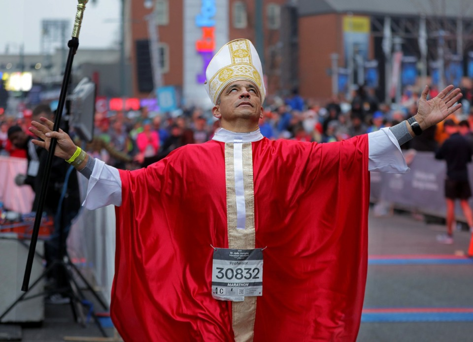 <strong>A runner dressed as a pope looks to the heavens during the St. Jude Marathon in Downtown Memphis on Dec. 7, 2019.</strong> (Patctk Lantrip/Daily Memphian)