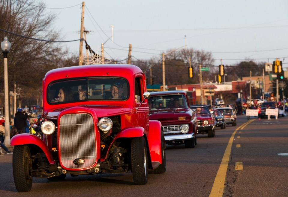 <strong>Classic car enthusiasts line up to participate in the annual Bartlett Christmas Parade on December 7, 2019.</strong> (Ziggy Mack/special to the Daily Memphian)