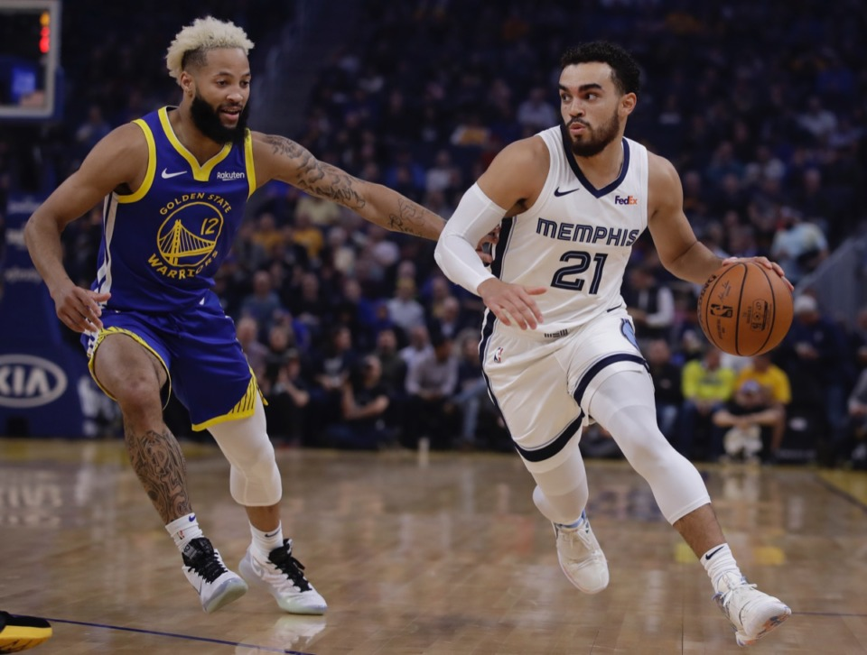 <strong>Memphis Grizzlies' Tyus Jones, right, drives the ball against Golden State Warriors' Ky Bowman (12) Dec. 9 in San Francisco.</strong> (Ben Margot/AP)