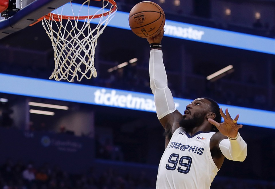 <strong>Grizzlies' Jae Crowder lays up a shot against the Golden State Warriors Dec. 9 in San Francisco.</strong> (Ben Margot/AP)