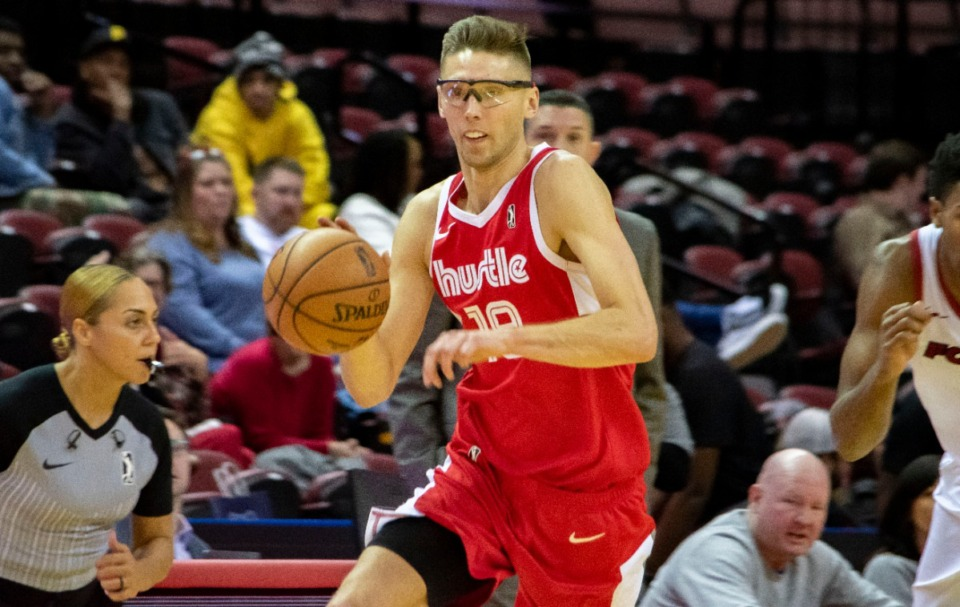 <strong>Memphis Hustle forward Jarrod Uthoff makes a fast break after a turnover. Uthoff ended with 13 points and three blocked shots in the 107-95 win over the Sioux Falls Skyforce.</strong> (Frank Ramirez/Daily Memphian)