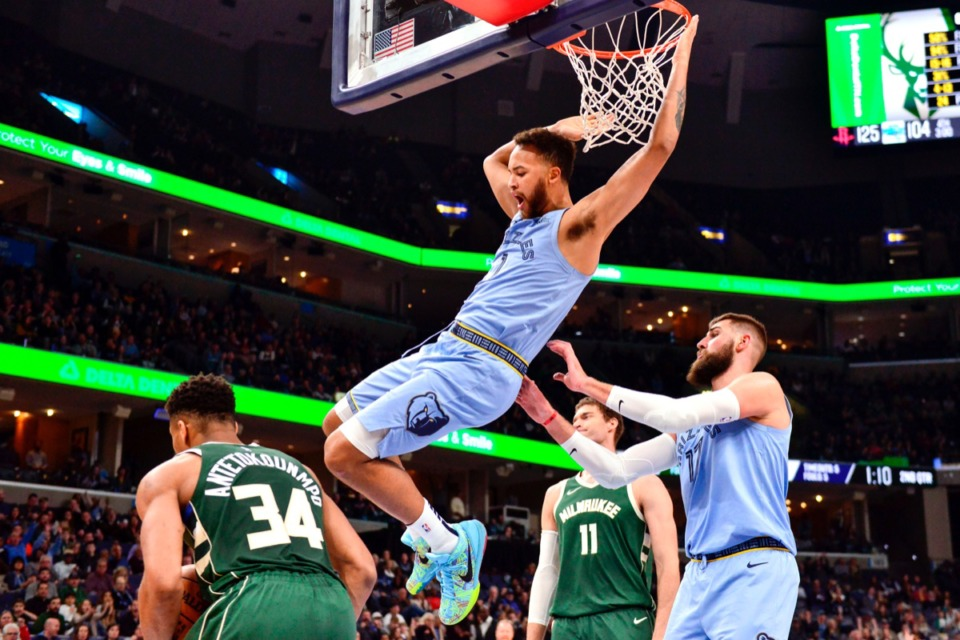 <strong>Grizzlies forward Kyle Anderson (1) dunks against Milwaukee Bucks forward Giannis Antetokounmpo (34) Dec. 13 at FedExForum.</strong> (Brandon Dill/AP)