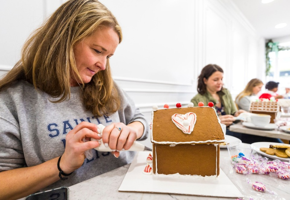 <strong>Lesley Entrekin puts icing on a custom gingerbread house at 17 Berkshire on Saturday, Dec. 14.</strong> (Ziggy Mack/Special to the Daily Memphian)