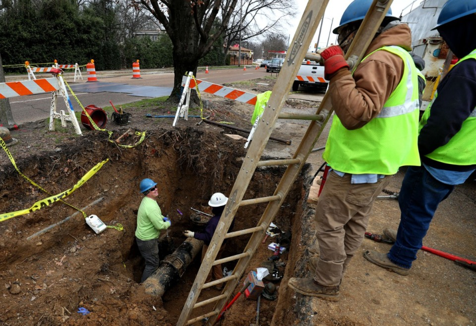 <strong>MLGW workers make repairs to a gas line on North Parkway in February. The City Council passed rate hikes on gas and water, but not electric Dec. 17.&nbsp;</strong>(Houston Cofield/Daily Memphian file)
