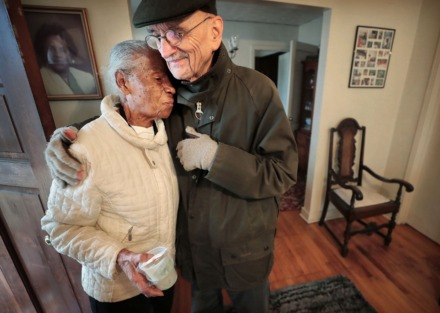 <strong>MIFA volunteer Phil Taylor gets a hug from long-time friend Jean H. while delivering a meal to her home.</strong> (Jim Weber/Daily Memphian)