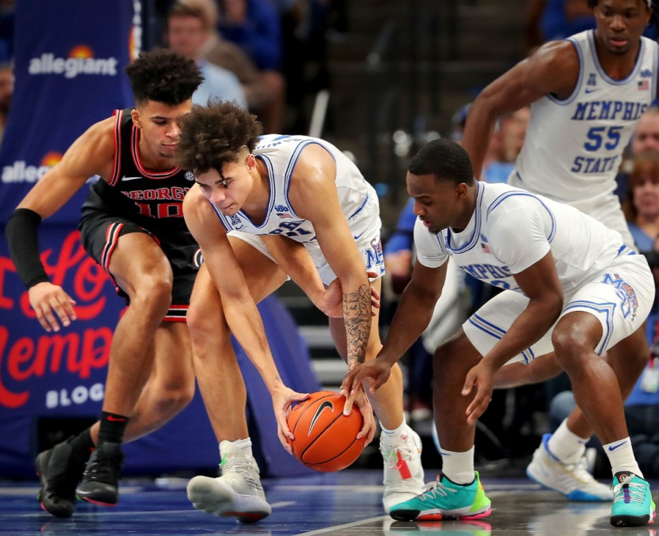 <strong>University of Memphis guard Lester Quinones (center) snags a loose ball from the Bulldogs' Toumani Camara during the Tigers' game on Jan. 4, 2020, against Georgia at the FedExForum.</strong> (Jim Weber/Daily Memphian)