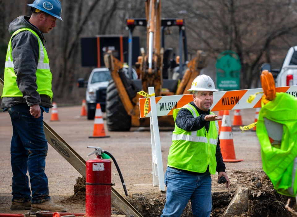 <strong>Nolan Baker (right), general foreman for MLGW, gives instructions to his work crew as they work on a gas line on North Parkway.</strong>&nbsp;<strong>The City Council will discuss electric rate hike alternatives at the Jan. 7 meeting.</strong> (Houston Cofield/Daily Memphian)