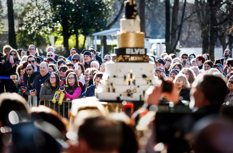 <strong>Fans gather on the lawn at Graceland to celebrate what would have been Elvis Presley'</strong><strong>s 85th birthday during the Elvis Birthday Proclamation Ceremony on Jan. 8, 2020.</strong> (Mark Weber/Daily Memphian)