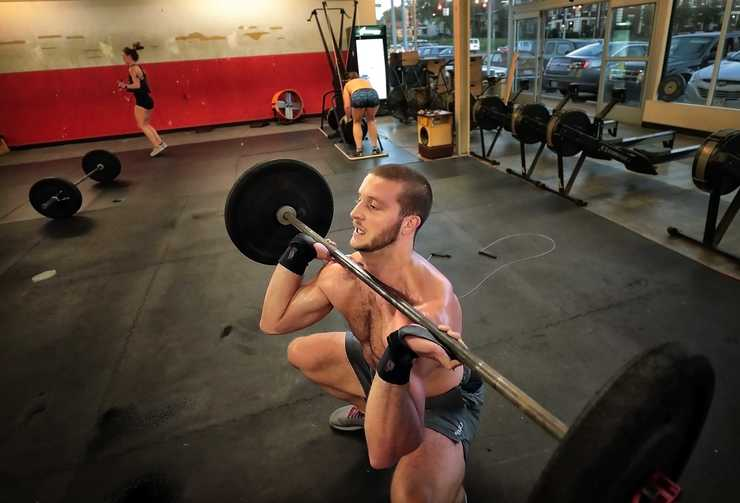 <strong>Brad Milligan works out at the Crossfit Hit & Run gym.</strong> (Jim Weber/Daily Memphian)
