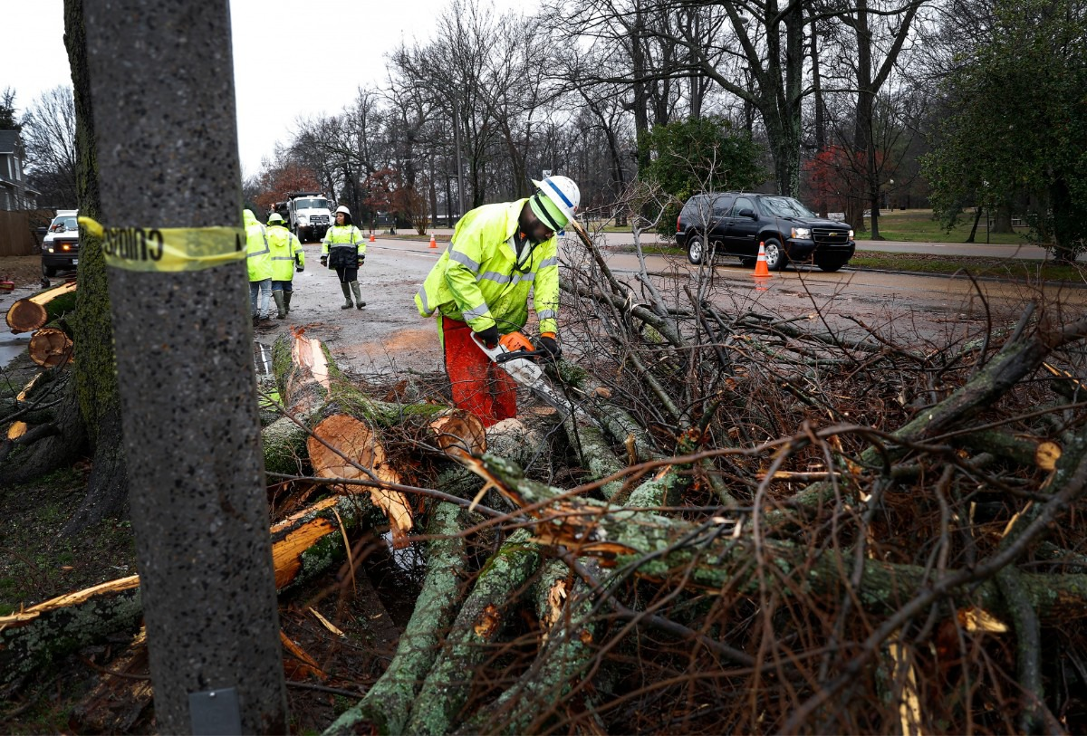 <strong>Tennessee Department of Transportation workers remove a fallen tree on East Parkway North on Saturday, Jan. 11, 2020. Thousands were left with out power after high winds and heavy rains hit the area in the early morning hours.</strong> (Mark Weber/Daily Memphian)