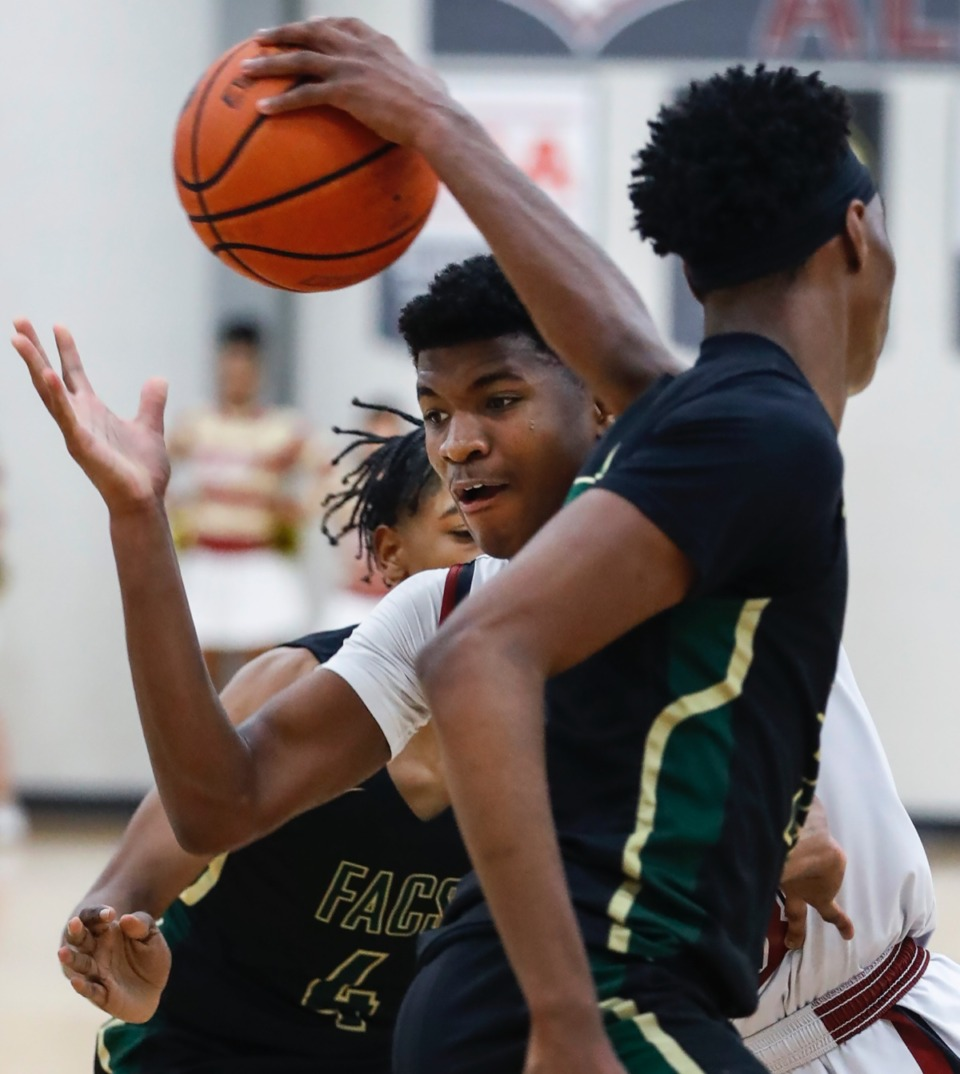 <strong>ECS guard Kameron Jones (middle) drives the lane against the FACS defense during action on Tuesday, Jan. 14, 2020.</strong> (Mark Weber/Daily Memphian)