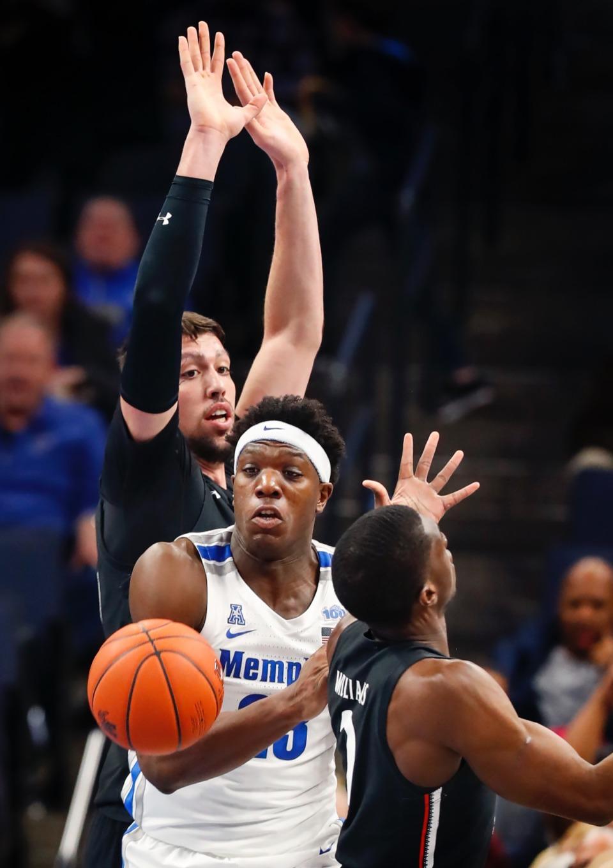 <strong>Memphis forward Malcolm Dandridge (middle) battles the Cincinnati defense for a loose ball during action Thursday, Jan. 16, 2020, at FedExForum.</strong> (Mark Weber/Daily Memphian)