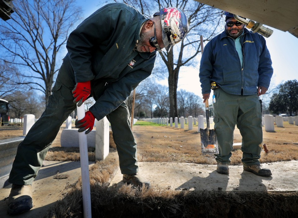 <strong>Memphis National Cemetery workers Jesse Rowand and Howard Hurst prepare a gravesite for an interment later in the day on Tuesday, Jan. 7. Veterans of the Air Force and Army, respectively, the pair said it's an honor to continue to serve their brothers and sisters in arms by giving them a dignified final resting place.</strong> (Patrick Lantrip/Daily Memphian)