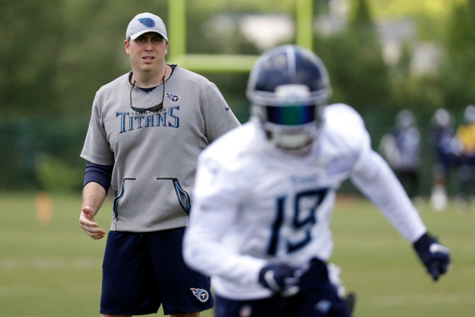 <strong>Tennessee Titans offensive coordinator Arthur Smith (left) watches as wide receiver Tajae Sharpe (19) runs a drill during training at the Titans' NFL facility on May 21, 2019, in Nashville.</strong> (AP Photo/Mark Humphrey)