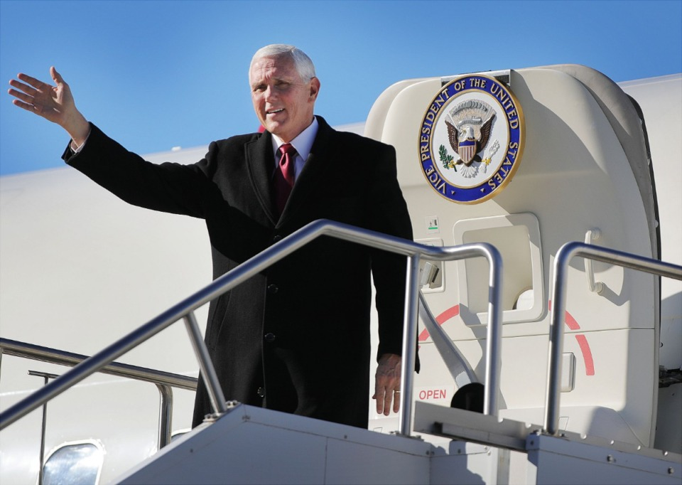 <strong>Vice President Mike Pence waves to the crowd as he arrives in Air Force 2 on Jan. 19, 2020.</strong> (Patrick Lantrip/Daily Memphian)