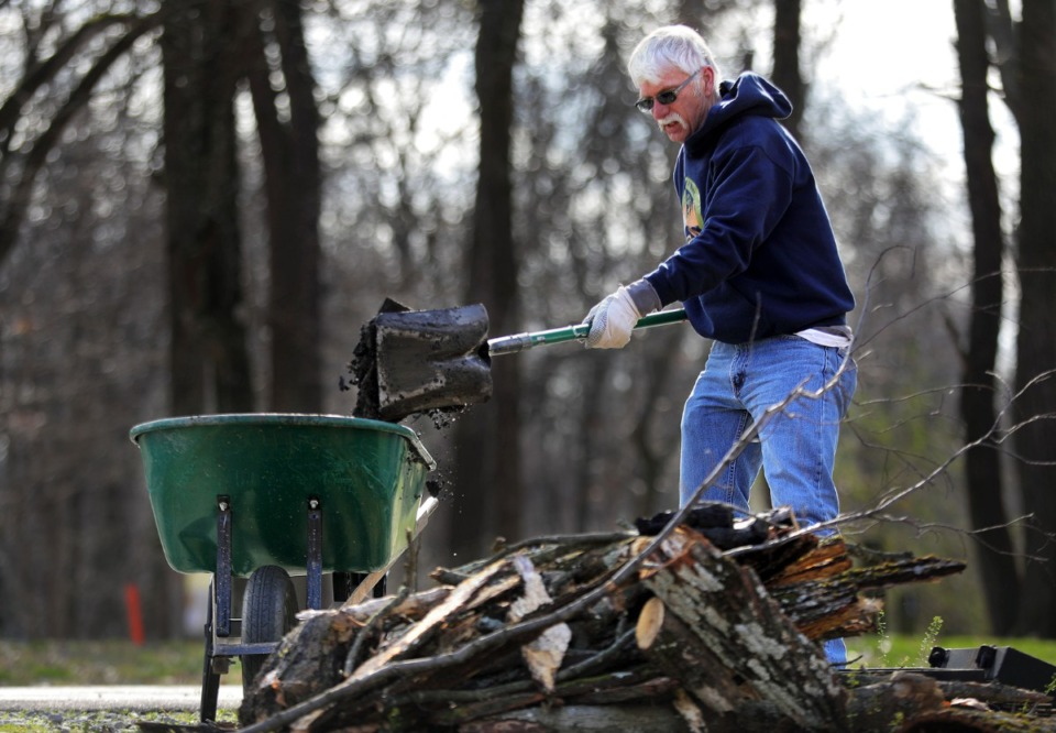 <strong>Outdoor enthusiast Alex Alpe came from Arkansas to help volunteers cleaning up campsites at T.O. Fuller State Park Monday, Jan. 20.&nbsp;&ldquo;We should've been hunting,&rdquo; Alpe said. &ldquo;But we decided to spend the day here.&rdquo;</strong> (Patrick Lantrip/Daily Memphian)