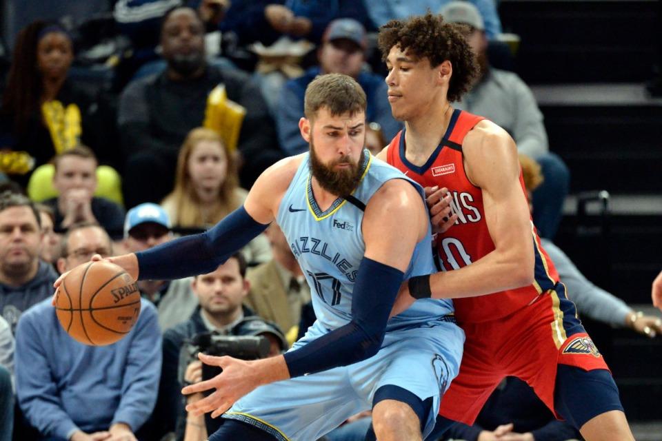 <strong>Memphis Grizzlies center Jonas Valanciunas (17) handles the ball against New Orleans Pelicans center Jaxson Hayes (10) Jan. 20, 2020, at FedExForum.</strong> (Brandon Dill/AP)