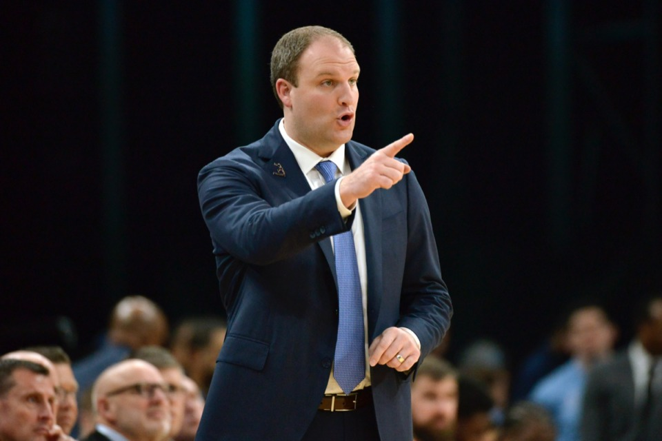 <strong>Memphis Grizzlies head coach Taylor Jenkins calls to players in the game against New Orleans&nbsp;Jan. 20, 2020,&nbsp;at FedExForum.</strong> (Brandon Dill/AP)