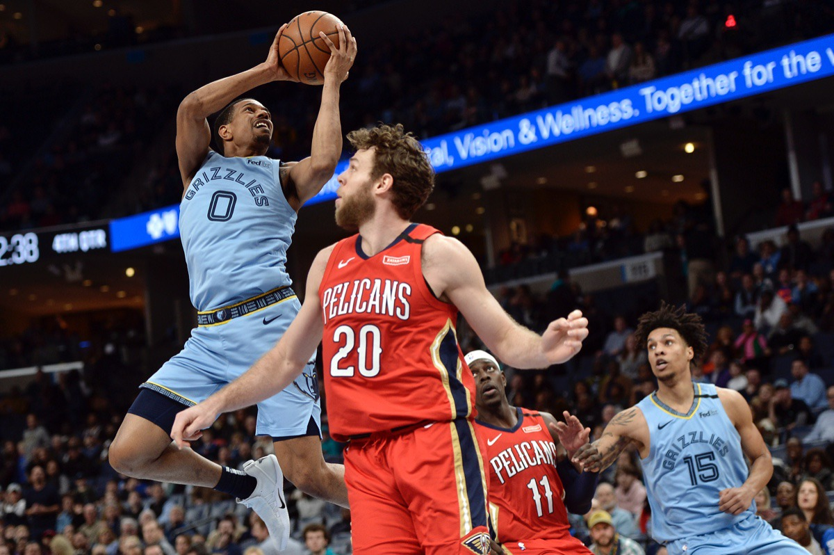 <strong>Memphis Grizzlies guard De'Anthony Melton (0) shoots behind New Orleans Pelicans forward Nicolo Melli (20) as Pelicans guard Jrue Holiday (11) and Grizzlies forward Brandon Clarke (15) move for position</strong>&nbsp;<strong>Jan. 20, 2020,&nbsp;at FedExForum.</strong> (Brandon Dill/AP)