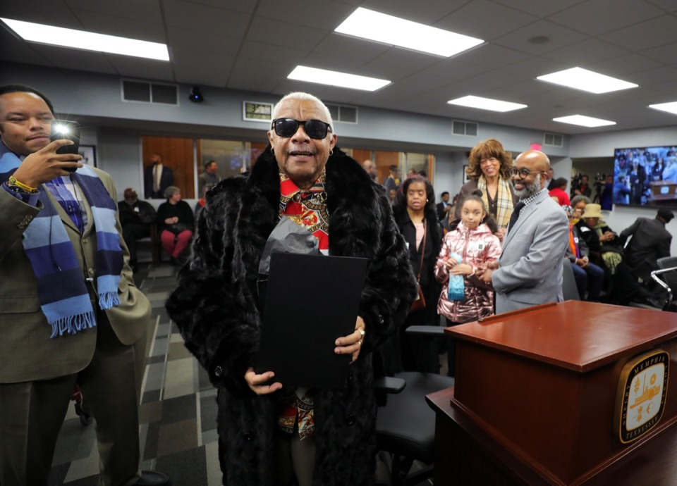 """<strong>Larry Dodson of the Bar-Kays thanks the Memphis City Council while his family looks on during a Jan. 21, 2020, session. The City of Memphis will be renaming Marlin Road in Whitehaven """"Larry Dodson Way,"""" to honor the Memphis musician.</strong> (Patrick Lantrip/Daily Memphian)"""