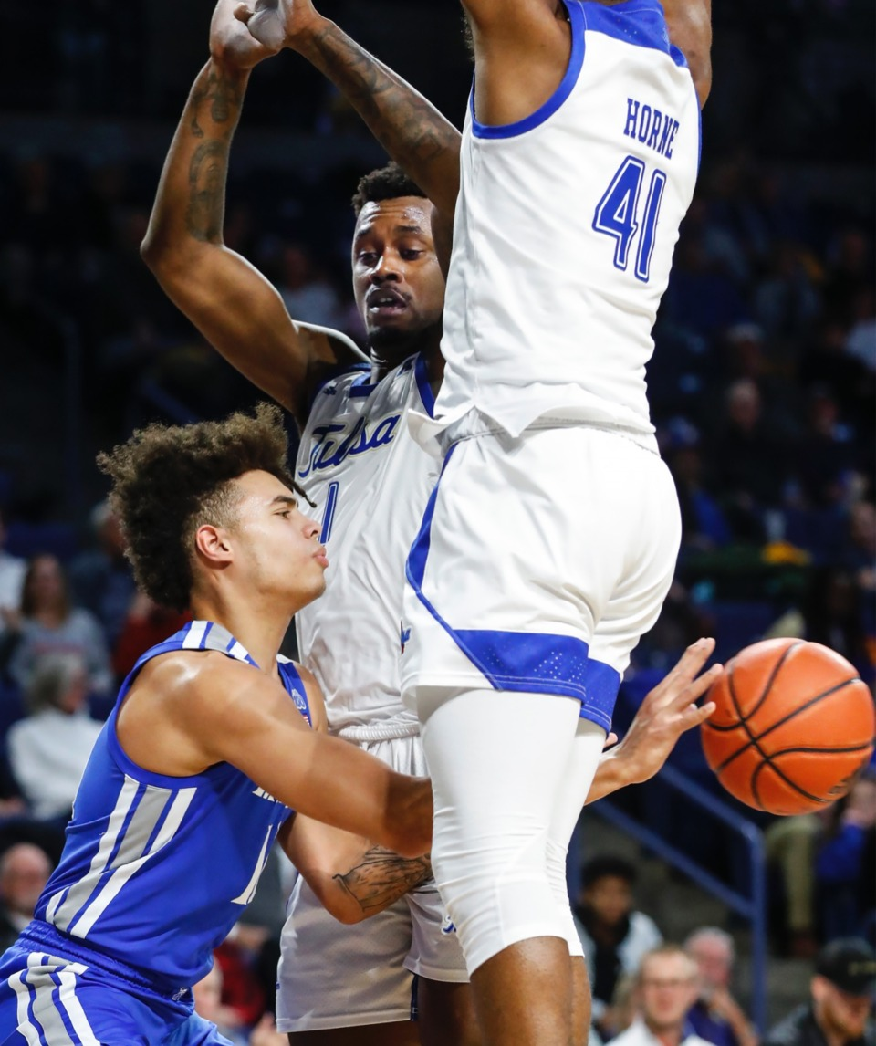 <strong>Memphis guard Lester Quinones (left) makes a pass through Hurricane defenders Martins Igbanu (middle) and Jeriah Horne (right) Wednesday, Jan. 22, 2020, in Tulsa, Oklahoma.</strong> (Mark Weber/Daily Memphian)