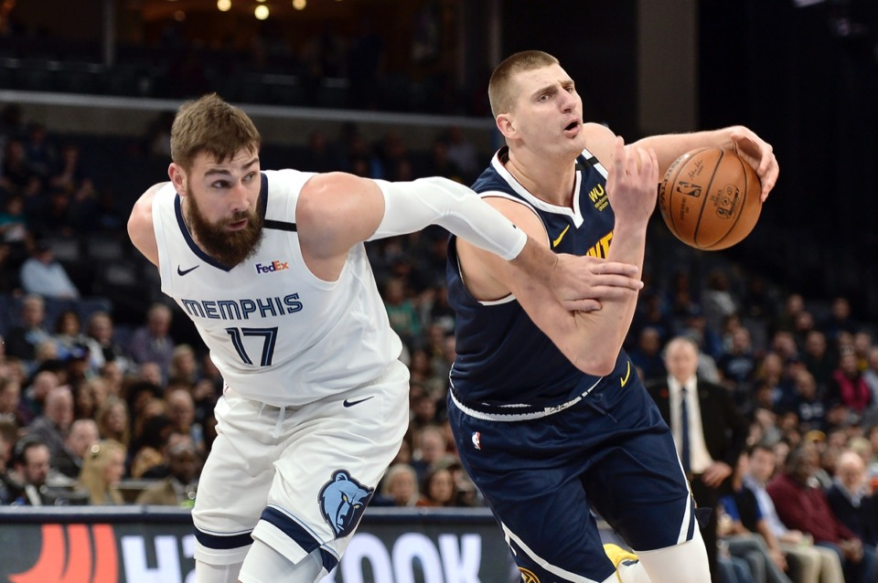 <strong>Denver Nuggets center Nikola Jokic, right, handles the ball against Memphis Grizzlies center Jonas Valanciunas (17)</strong>&nbsp;<strong>Jan. 28, 2020,</strong>&nbsp;<strong>at FedExForum.</strong> (Brandon Dill/AP)