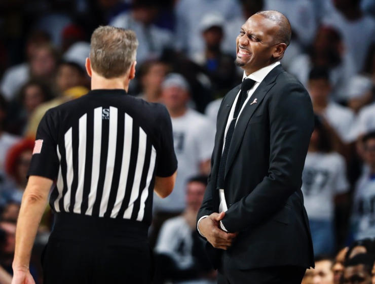 <strong>Memphis head coach Penny Hardaway (right) reacts to an official's foul call during action against UCF on Wednesday, Jan. 29, 2020, in Orlando.</strong> (Mark Weber/Daily Memphian)