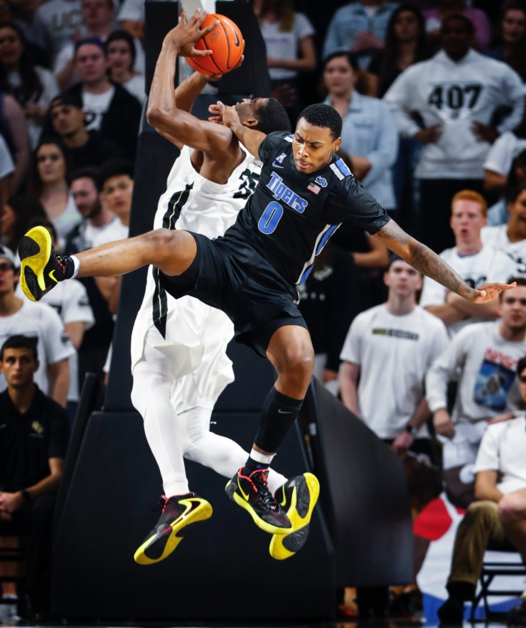 <strong>Memphis defender DJ Jeffries (right) fouls UCF forward Collin Smith (left) during action on Wednesday, Jan. 29, 2020, in Orlando.</strong> (Mark Weber/Daily Memphian)