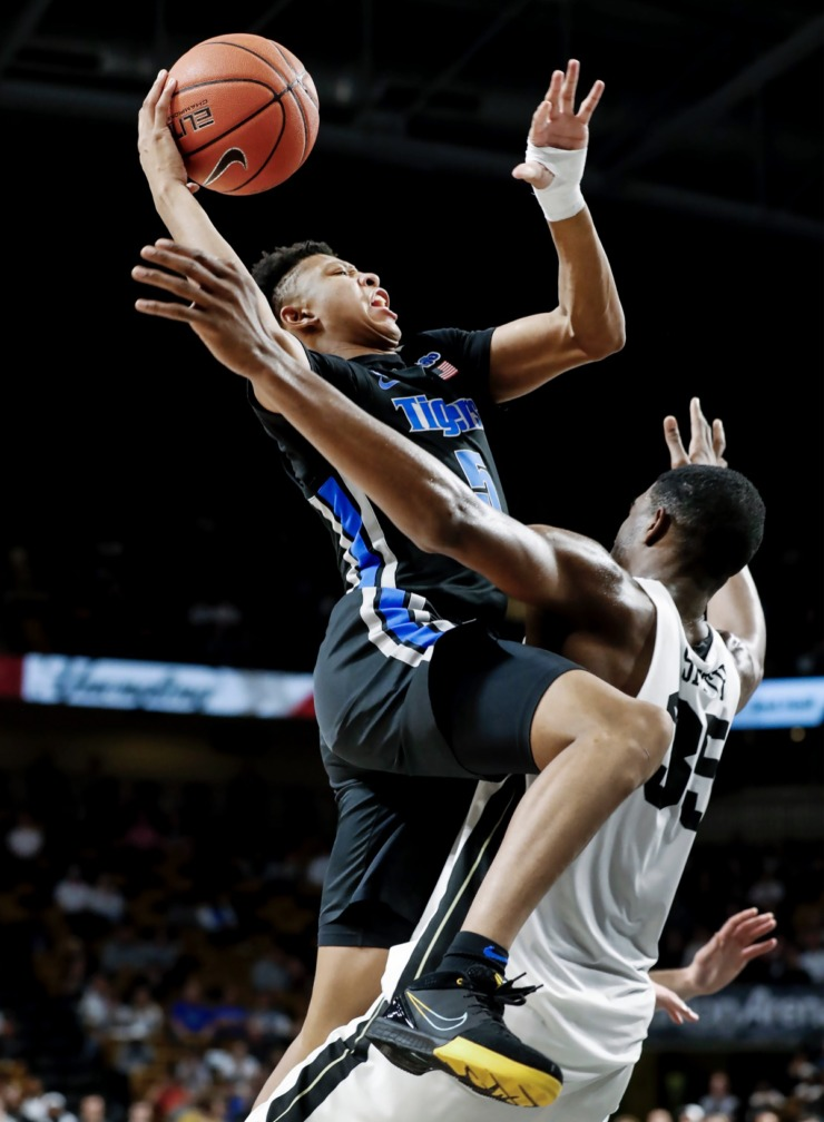 <strong>Memphis guard Boogie Ellis (left) drives the lane against UCF defender Collin Smith (right) during action on Wednesday, Jan. 29, 2020, in Orlando.</strong> (Mark Weber/Daily Memphian)