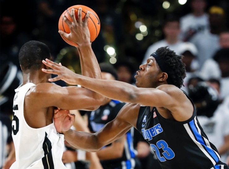 <strong>Memphis defender Malcolm Dandridge (right) applies pressure to UCF forward Collin Smith (left) during action on Wednesday, Jan. 29, 2020, in Orlando.</strong> (Mark Weber/Daily Memphian)