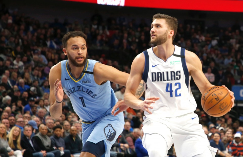 <strong>Grizzlies forward Kyle Anderson (1) puts the D on Dallas Mavericks forward Maxi Kleber (42), who seems to be measuring the distance to the basket, &nbsp;during the first half Feb. 5, 2020, in Dallas.</strong> (Ron Jenkins/AP)