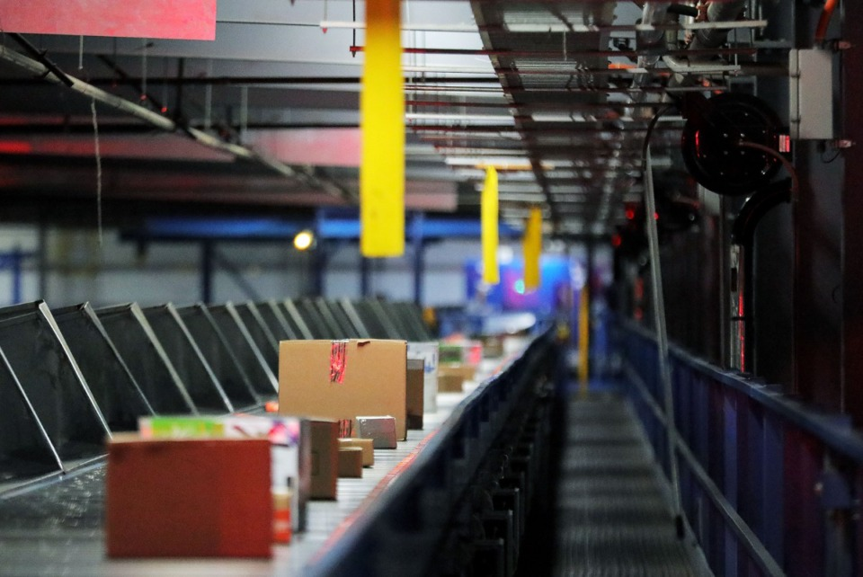 <strong>A near-continuous stream of packages flows through the FedEx Ground hub in Olive Branch, Mississippi Dec. 2, 2019.&nbsp;FedEx says it will meet the challenge of fast-growing e-commerce by using FedEx Ground to deliver some FedEx Express packages starting in March.</strong>&nbsp;(Patrick Lantrip/Daily Memphian file)