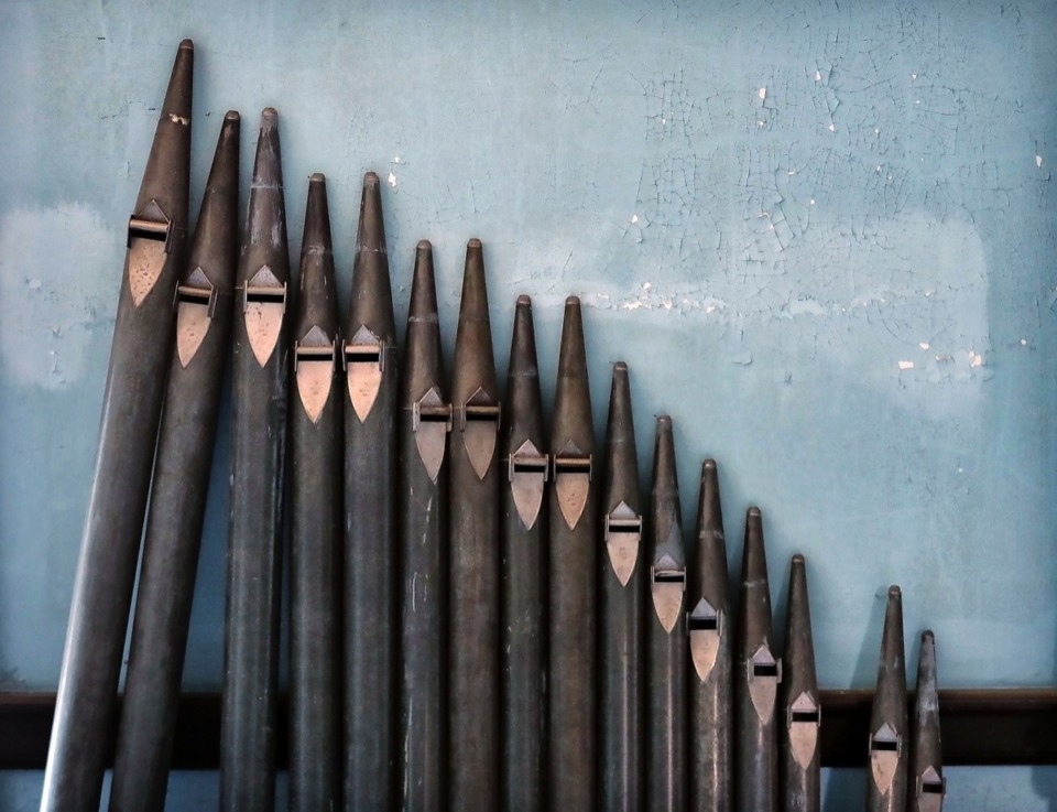 <strong>Organ pipes from an unfinished renovation project lean against a wall in a hallway at the106-year-old Masonic Lodge on Court Avenue.</strong> (Jim Weber/Daily Memphian)