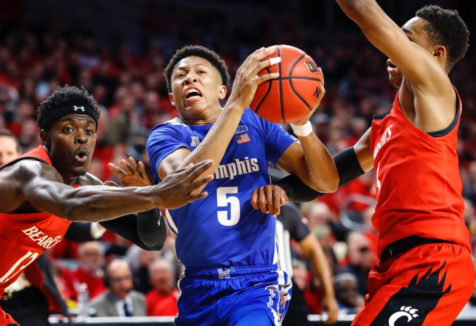 <strong>Memphis guard Boogie Ellis (middle) drives the lane against Cincinnati defenders Tre Scott (left) and Mika Adams-Woods (right) Feb. 13, 2020 in Cincinnati.</strong> (Mark Weber/Daily Memphian)