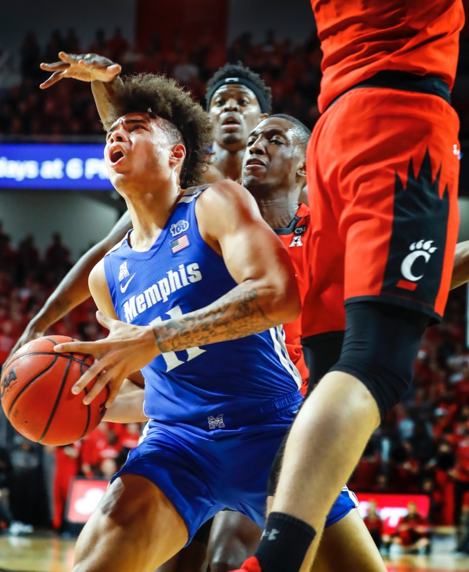 <strong>Memphis guard Lester Quinones (left) drives the lane against Cincinnati Thursday, Feb. 13, 2020.</strong> (Mark Weber/Daily Memphian)
