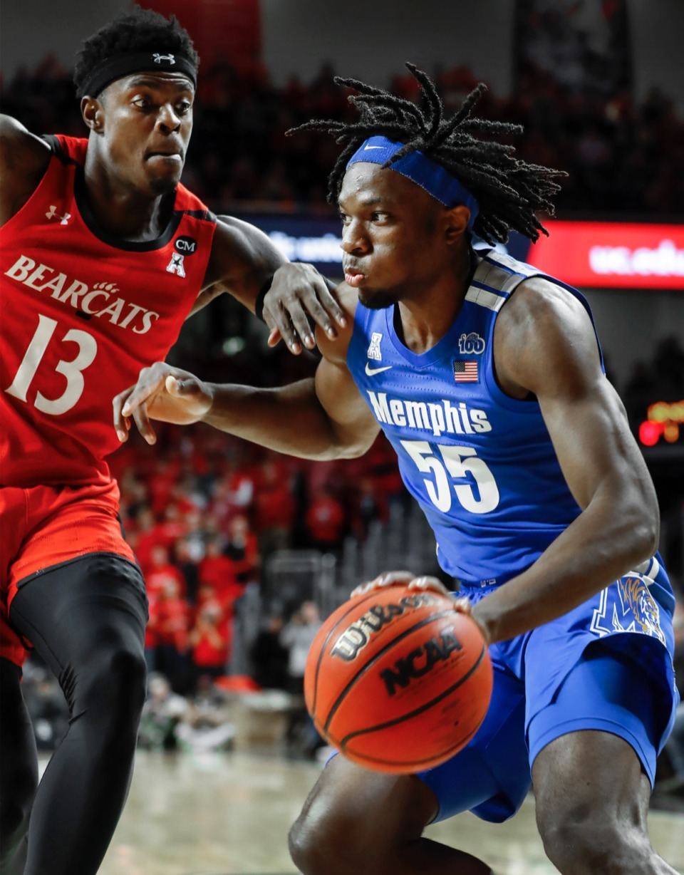 <strong>Memphis forward Precious Achiuwa (left) drives the lane against Cincinnati's defender Tre Scott (right) Feb. 13, 2020.</strong> (Mark Weber/Daily Memphian)