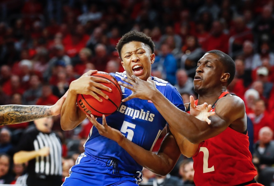 <strong>Memphis guard Boogie Ellis (left) drives the lane against Cincinnati defender Keith Williams (right) Thursday, Feb. 13, 2020.</strong> (Mark Weber/Daily Memphian)