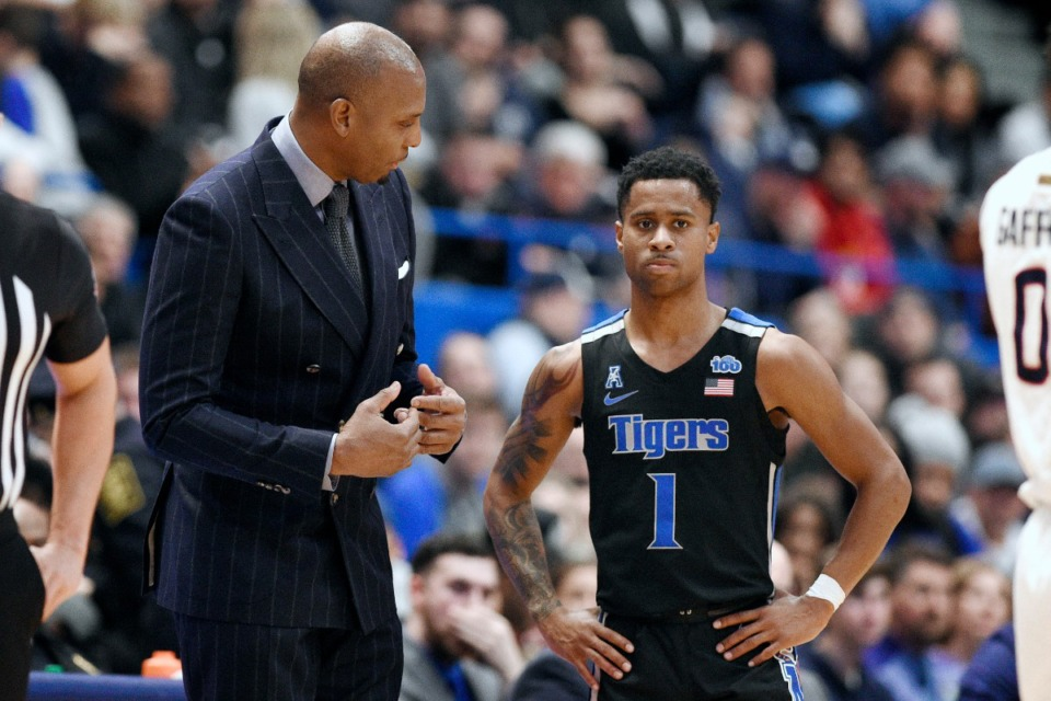 <strong>Coach Penny Hardaway talks with Tyler Harris in the second half of an NCAA college basketball game, against Connecticut, Sunday, Feb. 16, 2020, in Hartford, Conn.</strong> (Jessica Hill/AP)