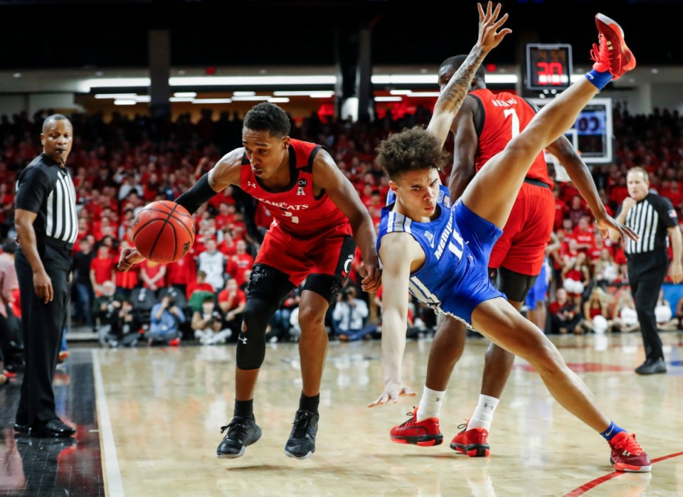 <strong>Memphis guard Lester Quinones (right) battles Cincinnati guard Keith Williams (left) for a loose ball during action Thursday, Feb. 13, 2020.</strong> (Mark Weber/Daily Memphian)