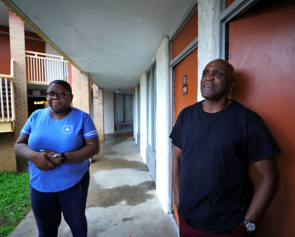 <strong>Bantam Airways Apartments resident Ricky Boyce (right) talks with building manager Derecia Colbert, who also lives on the property, outside his apartment on Feb. 18, 2020. The former Knights Inn motel near Memphis International Airport was renovated into apartments.&nbsp;<span>&ldquo;It's peace and quiet,&rdquo; Boyce said.</span></strong> (Patrick Lantrip/Daily Memphian)