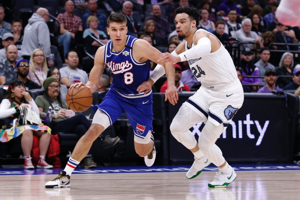 <strong>Sacramento Kings guard Bogdan Bogdanovic, left, drives to the basket against Memphis Grizzlies guard Dillon Brooks, right, Feb. 20, 2020, in Sacramento, Calif.</strong> (Rich Pedroncelli/AP)