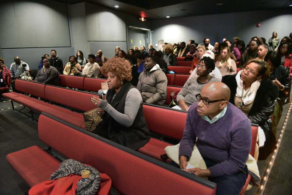 <strong>Sonya H. Smith (center) questions panelists during a discussion Tuesday on the role of charter schools in Memphis. The panel was part of Stand for Children Tennessee's Memphis Educational Equity Learning Series.</strong> (Stan Carroll/Special To The Daily Memphian)