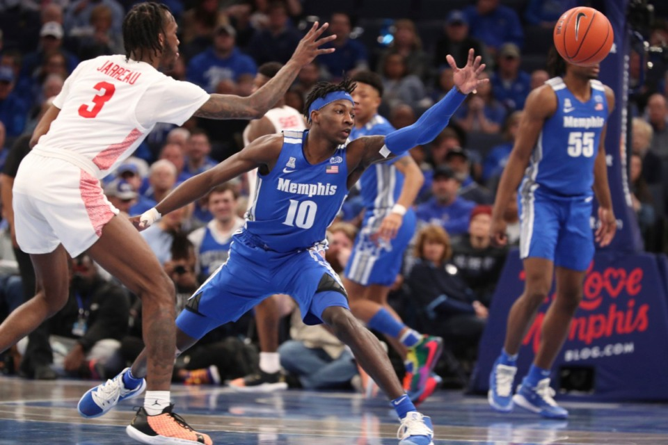 <strong>Memphis guard Damion Baugh (10) and Houston guard Dejon Jarreau (3) go for a loose ball in the second half of an NCAA college basketball game Saturday, Feb. 22, 2020.</strong> (AP Photo/Karen Pulfer Focht)