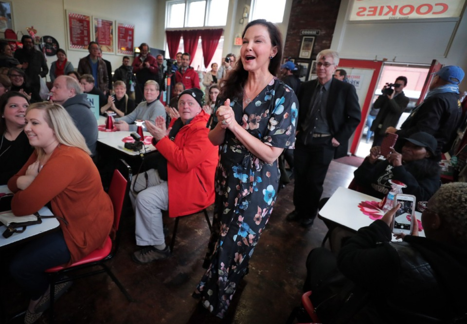 <strong>Actor Ashley Judd is greeted by a crowd of Elizabeth Warren supporters as she campaigns for the Massachusetts senator at Makeda&rsquo;s Cookies in Memphis on Feb. 26, 2020.</strong> (Jim Weber/Daily Memphian)