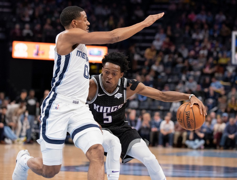 <strong>Sacramento Kings guard De'Aaron Fox (5) drives to the basket while defended by Memphis Grizzlies guard De'Anthony Melton (0) Friday, Feb. 28, 2020, at FedExForum.</strong> (Nikki Boertman/AP)