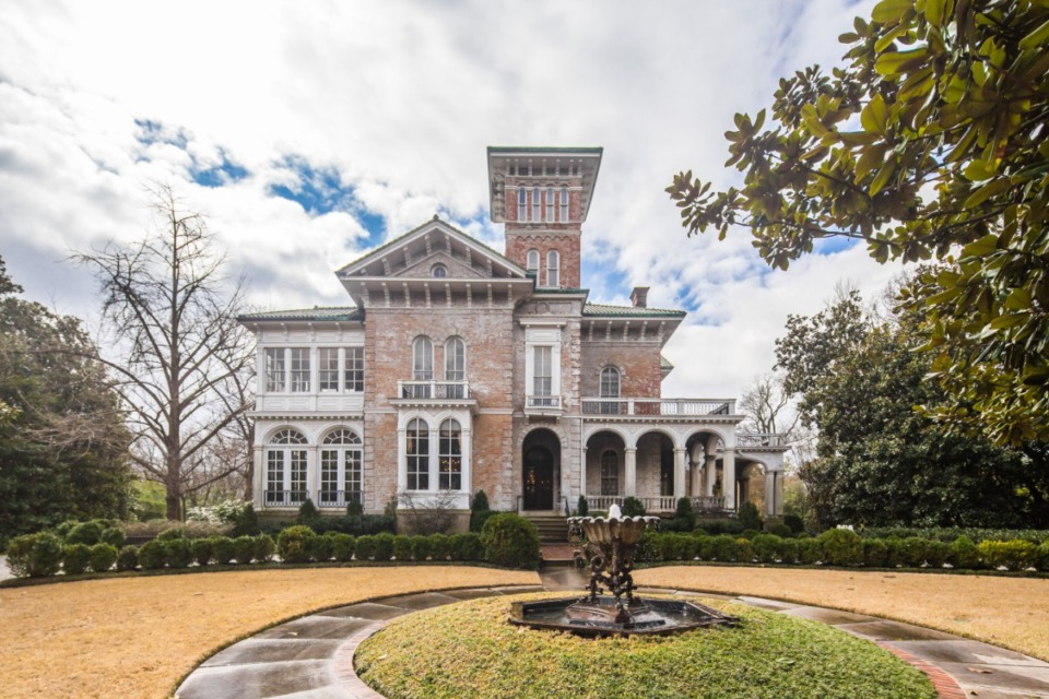 <strong>Annesdale Mansion was built in 1855 and placed on the National Register of Historic Places in 1980.</strong> (Courtesy of Carroll Hoselton/Memphis Media)