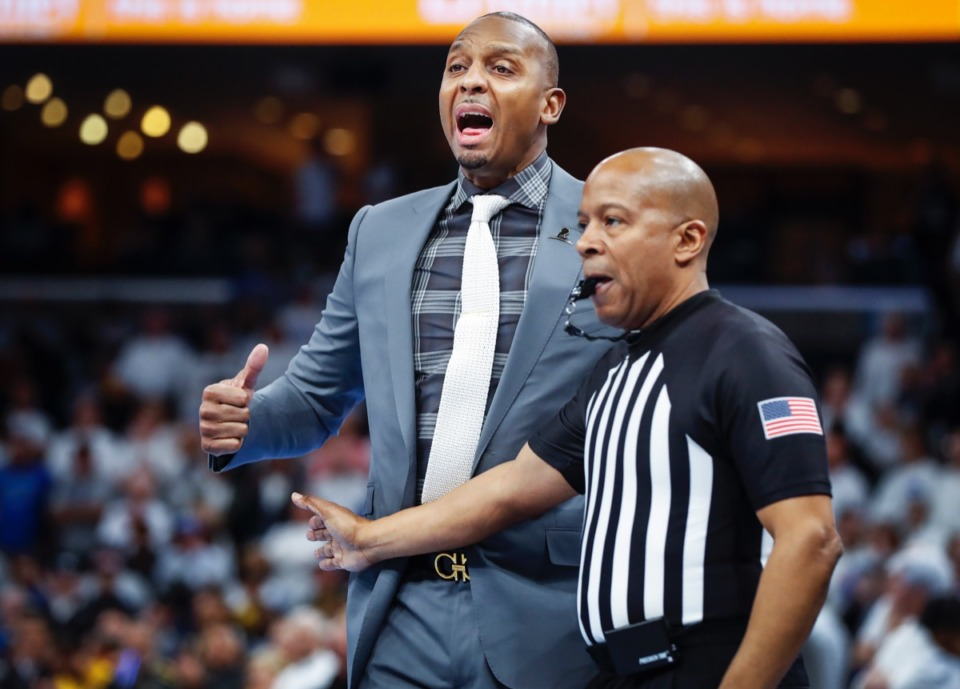 <strong>Memphis head coach Penny Hardaway (left) shouts instructions in the game &nbsp;against Wichita State Thursday, March 5, 2020, at FedExForum.</strong> (Mark Weber/Daily Memphian)